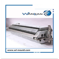 Extrusion die for plastic film and sheet