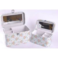 Shivering jewelry display gift box with mirror