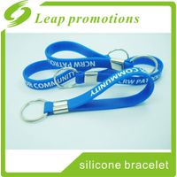 New fashion colorful promotion soft pvc rubber keychains keyring silicone wristband keychain