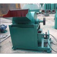Wood material crushing machine