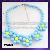 Charming silicone flower charms necklace