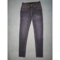 Ladies' 98% cotton 2% spandex woven denim jeans. thumbnail image