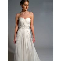 Strapless simple wedding dress features in great chiffon
