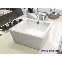 Square design on ground soaking bathtub for modern bathroom