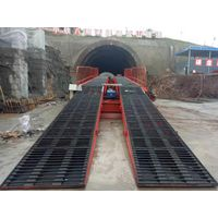Hydraulic inverting bridge formwork