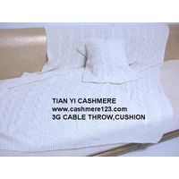 CASHMERE CABLE THROW CUSION