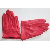 Lady's Gloves thumbnail image