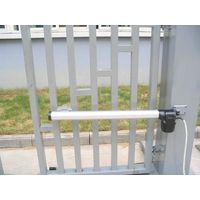 Swing gate operator