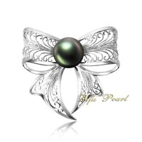 Beautiful 18K White Gold Tahiti Pearl Brooch