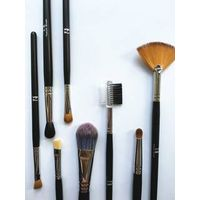essential make up brush