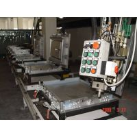 Refrigeator ground rail door  foaming line