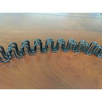 Curved zigzag spring with piece