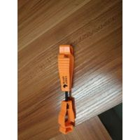 POM glove clip for scaffolding work