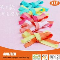 China zipper factory direct sale good quality and low price plastic zipper in No.3/5/8/10/20/30