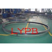 Ball and cylindrical roller combined slewing bearing