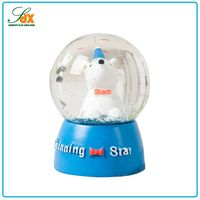 2015 High quality resin customized snow globes